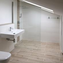 Begehbare Dusche Dachschräge walk in dusche duschabtrennung aus glas glasprofi24