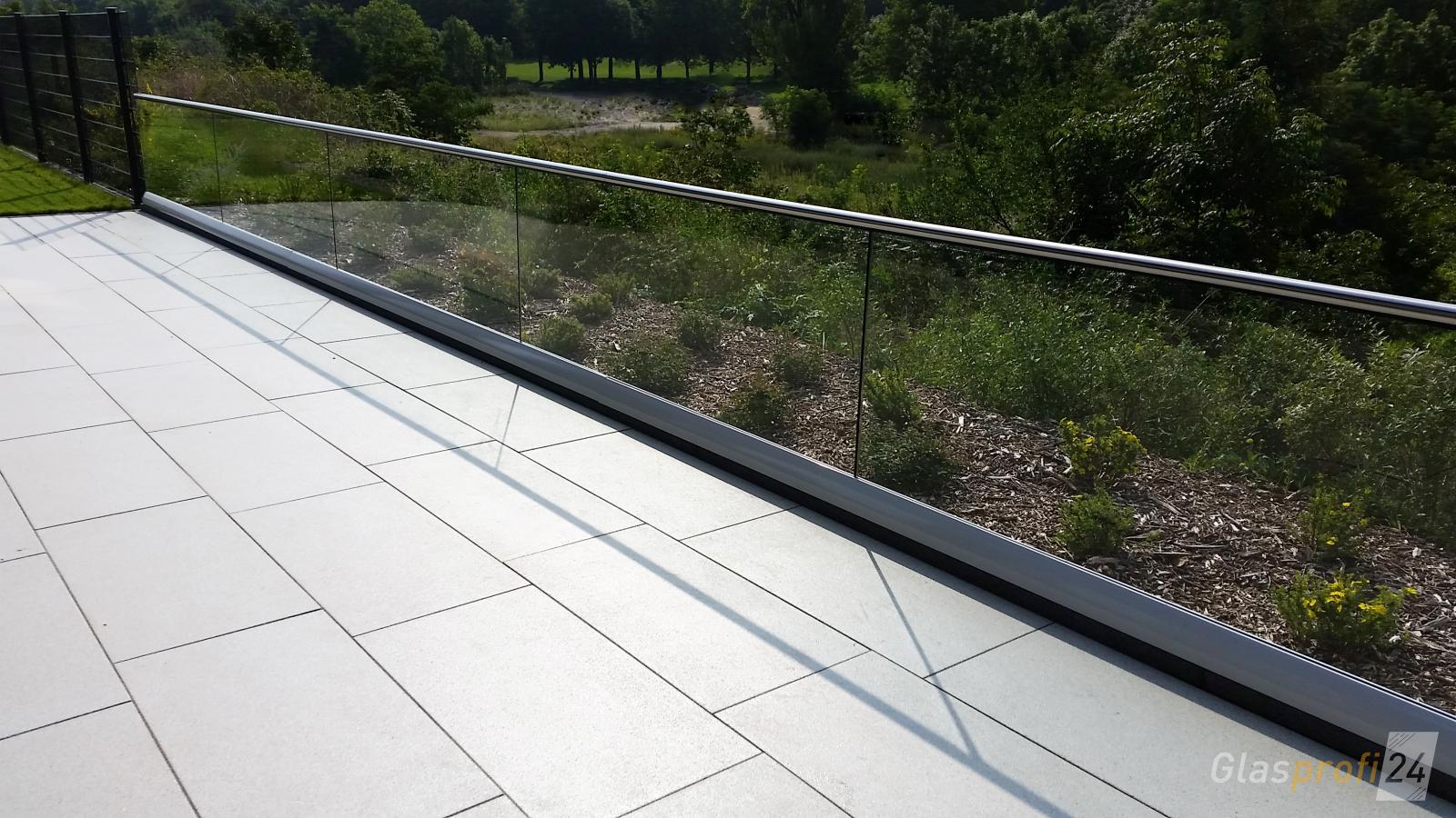 glasgelaender fuer balkon und dachterrasse glasprofi