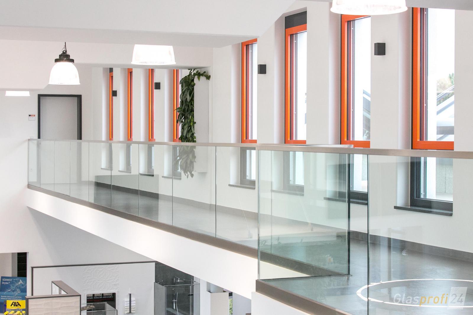 absturzsicherung aus glas f r innen und au en glasprofi24. Black Bedroom Furniture Sets. Home Design Ideas