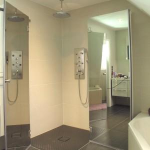 begehbare dusche alles ber keramikfliesen. Black Bedroom Furniture Sets. Home Design Ideas