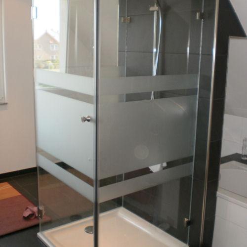 Ebenerdige Dusche bauen aus Glas | GLASPROFI24 | {Duschabtrennung glas satiniert 2}