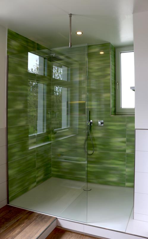 Walk in dusche duschabtrennung aus glas glasprofi24 for Badezimmer ebenerdige duschen