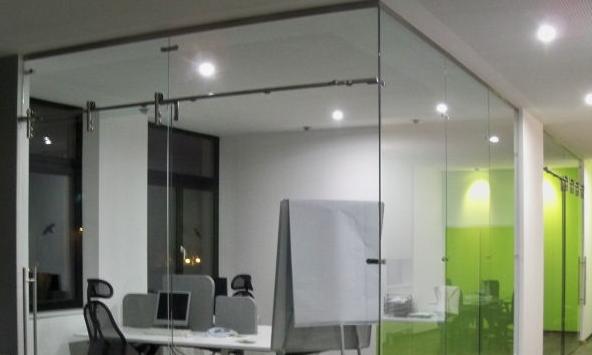 Wonderful Glas Trennwand Suspens Mit Schiebetür. Raumteiler ... Ideas