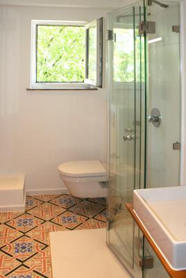 ebenerdige dusche bauen aus glas glasprofi24. Black Bedroom Furniture Sets. Home Design Ideas