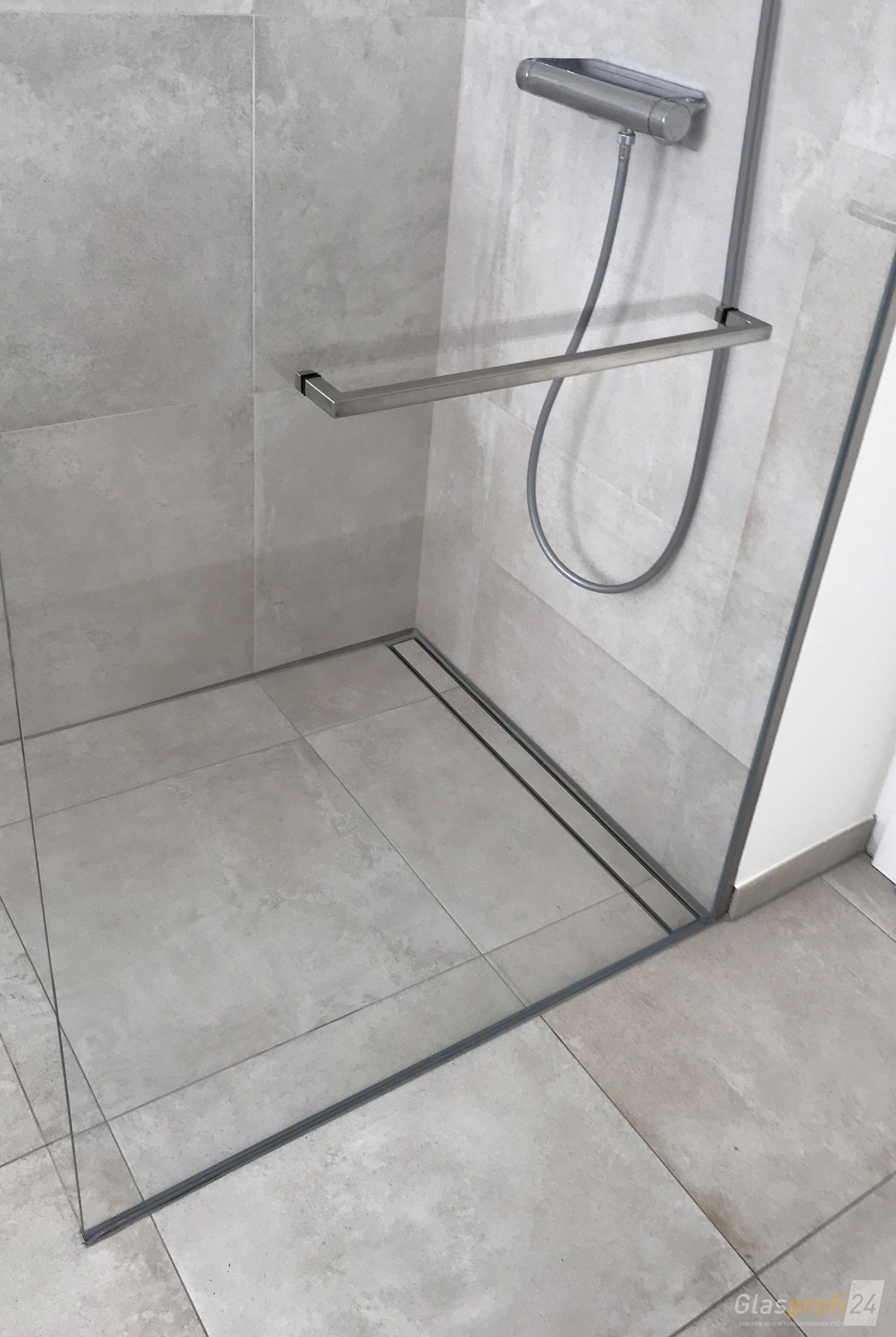 Echtglas-Dusche für Eckeinbau nach Maß