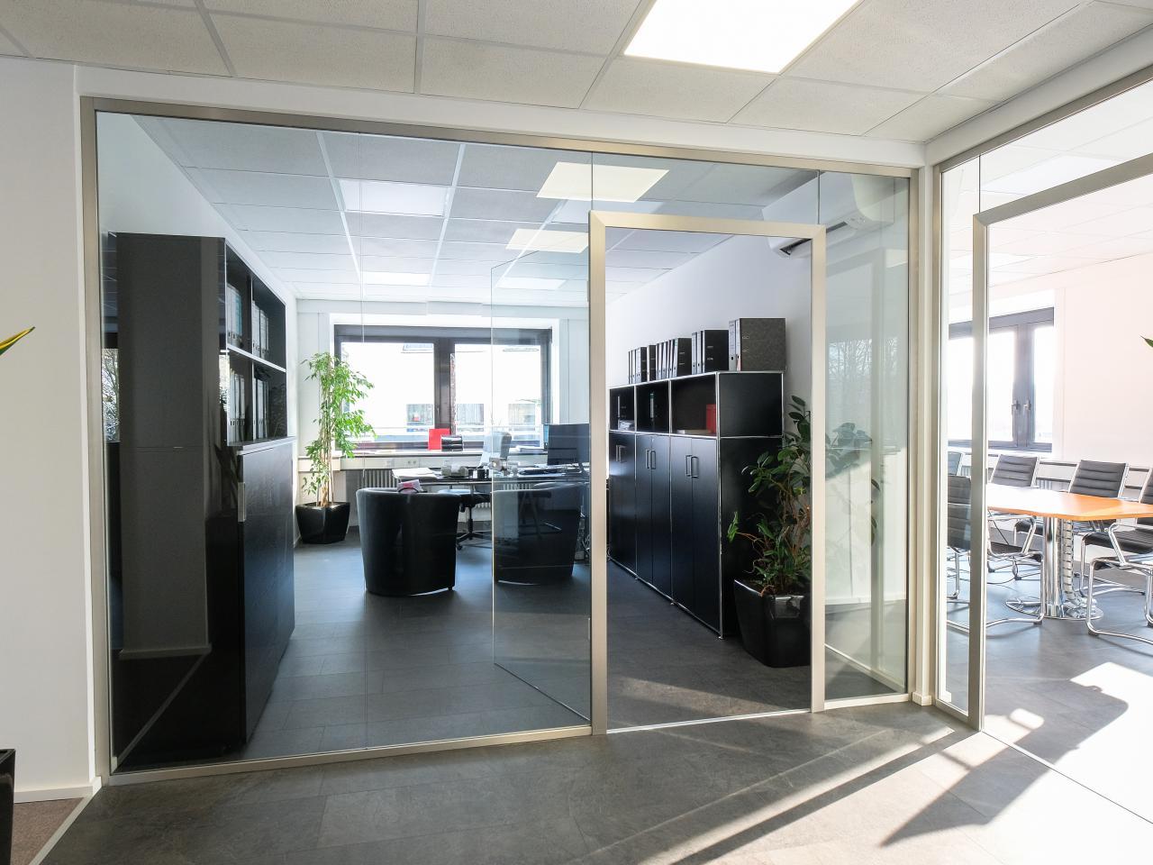 Raumteiler Aus Glas glas-trennwand nach maß für büro und praxis | glasprofi24