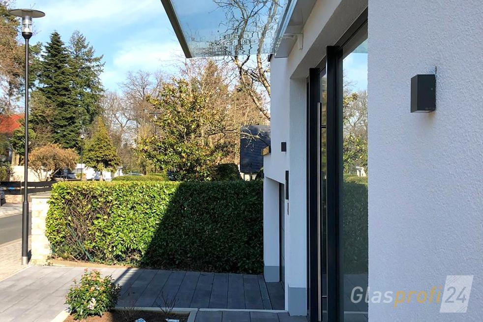 glas vordach dura ein freitragendes vordach glasprofi24. Black Bedroom Furniture Sets. Home Design Ideas