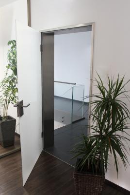 hochwertige glas zimmert r mit edelstahl beschl gen glasprofi24. Black Bedroom Furniture Sets. Home Design Ideas
