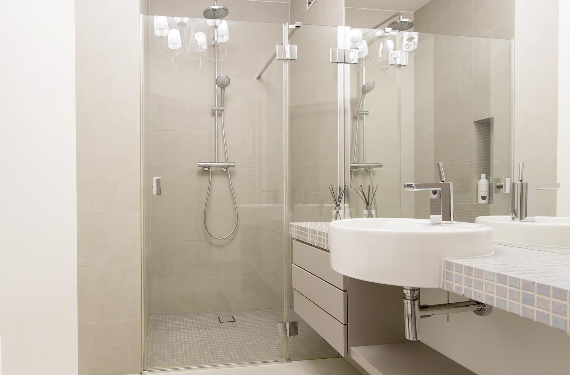 duscht r in nische nischendusche aus glas glasprofi24. Black Bedroom Furniture Sets. Home Design Ideas