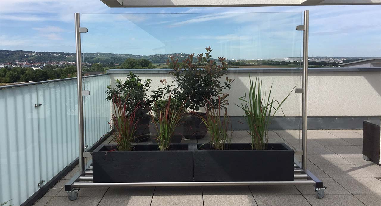 mobiler Glas Windschutz für Garten und Terrasse